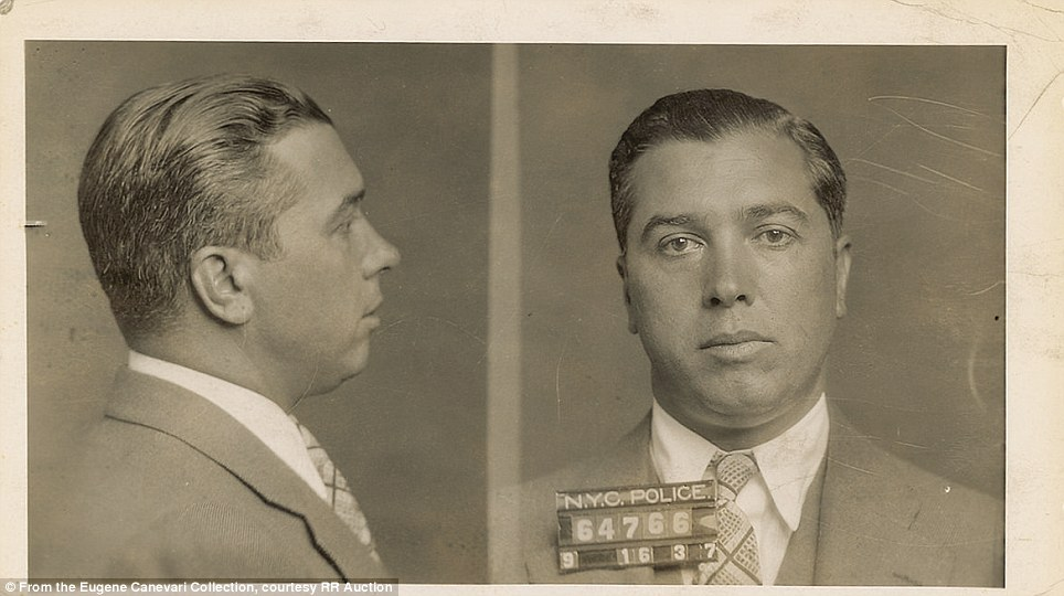 https://upload.wikimedia.org/wikipedia/commons/7/72/Joe_Adonis_%28mugshot%2C_1937%29.jpg